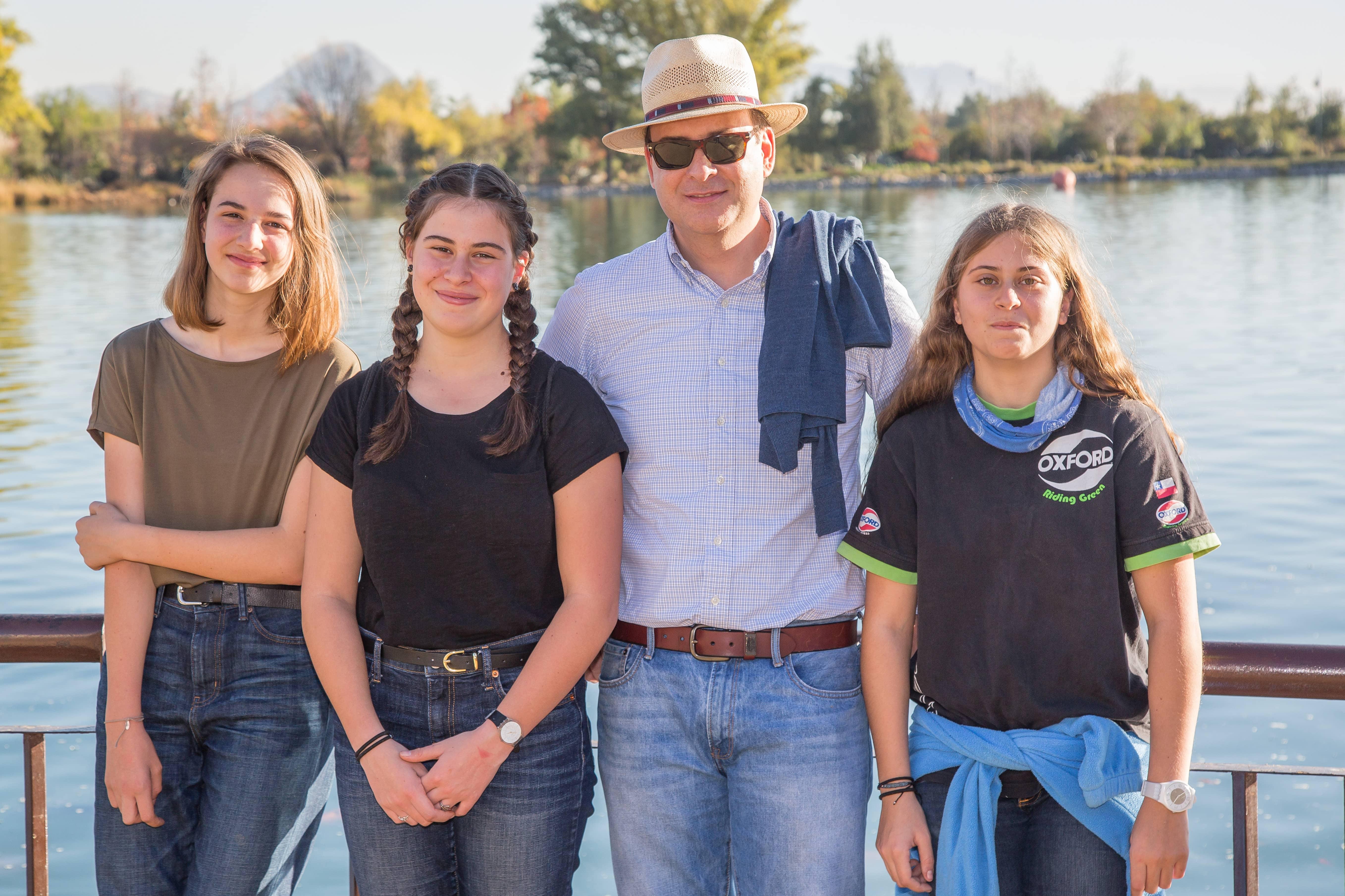 Foto 14 Lucie Legrand junto a Magdalena, Hernán y CatalinaTellería